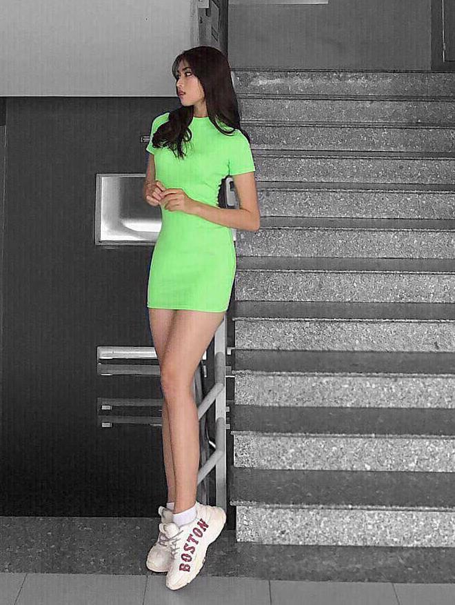 """Mỹ nữ chân dài 1,11m gây """"sốt"""" tại Hoa hậu Việt Nam 2020, xinh đẹp không kém Lương Thùy Linh - Ảnh 9."""