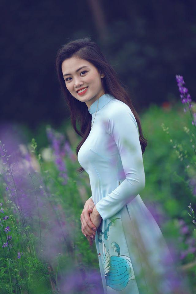 Ngẩn ngơ trước vẻ xinh đẹp của chuyền hai Nguyễn Thu Hoài trong tà áo dài - Ảnh 4.