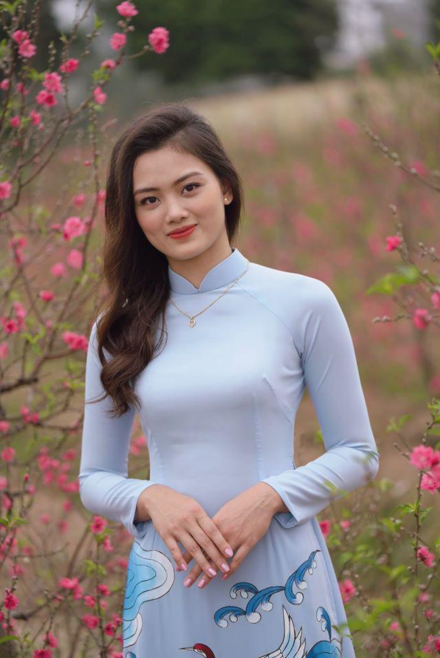 Ngẩn ngơ trước vẻ xinh đẹp của chuyền hai Nguyễn Thu Hoài trong tà áo dài - Ảnh 6.