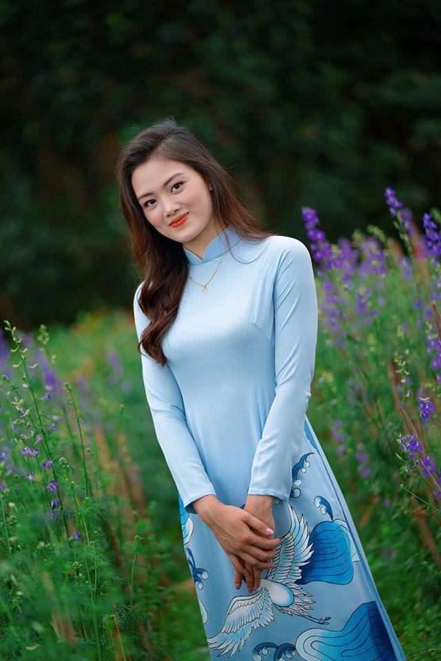Ngẩn ngơ trước vẻ xinh đẹp của chuyền hai Nguyễn Thu Hoài trong tà áo dài - Ảnh 7.