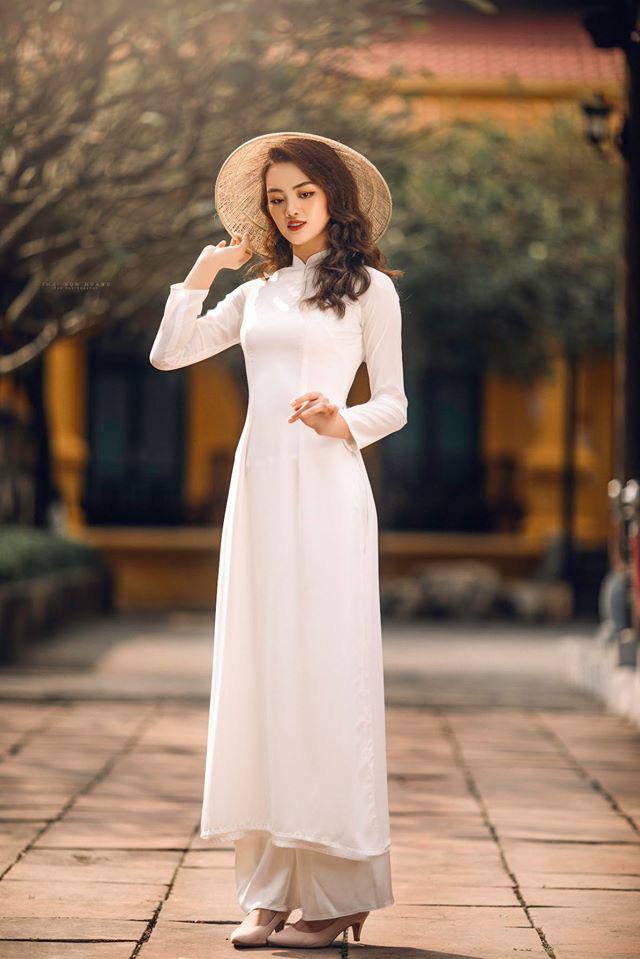 Ngẩn ngơ trước vẻ xinh đẹp của chuyền hai Nguyễn Thu Hoài trong tà áo dài - Ảnh 8.