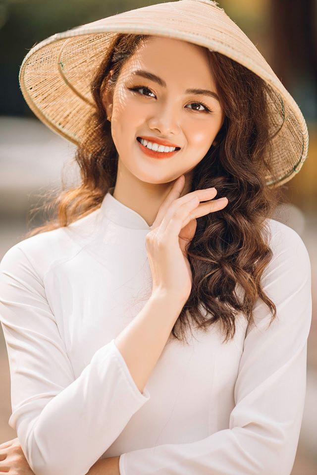Ngẩn ngơ trước vẻ xinh đẹp của chuyền hai Nguyễn Thu Hoài trong tà áo dài - Ảnh 9.