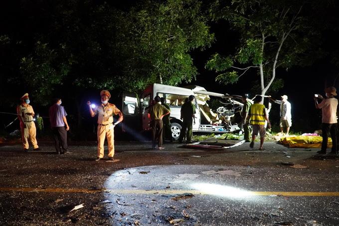 """Tai nạn xe khách 8 người chết ở Bình Thuận """"do lơ xe cầm lái"""" - Ảnh 1."""