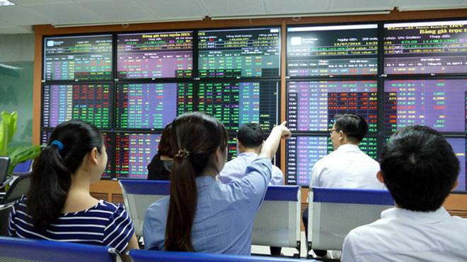 Thị trường chứng khoán 19/8: Tạm thời đứng ngoài - Ảnh 1.