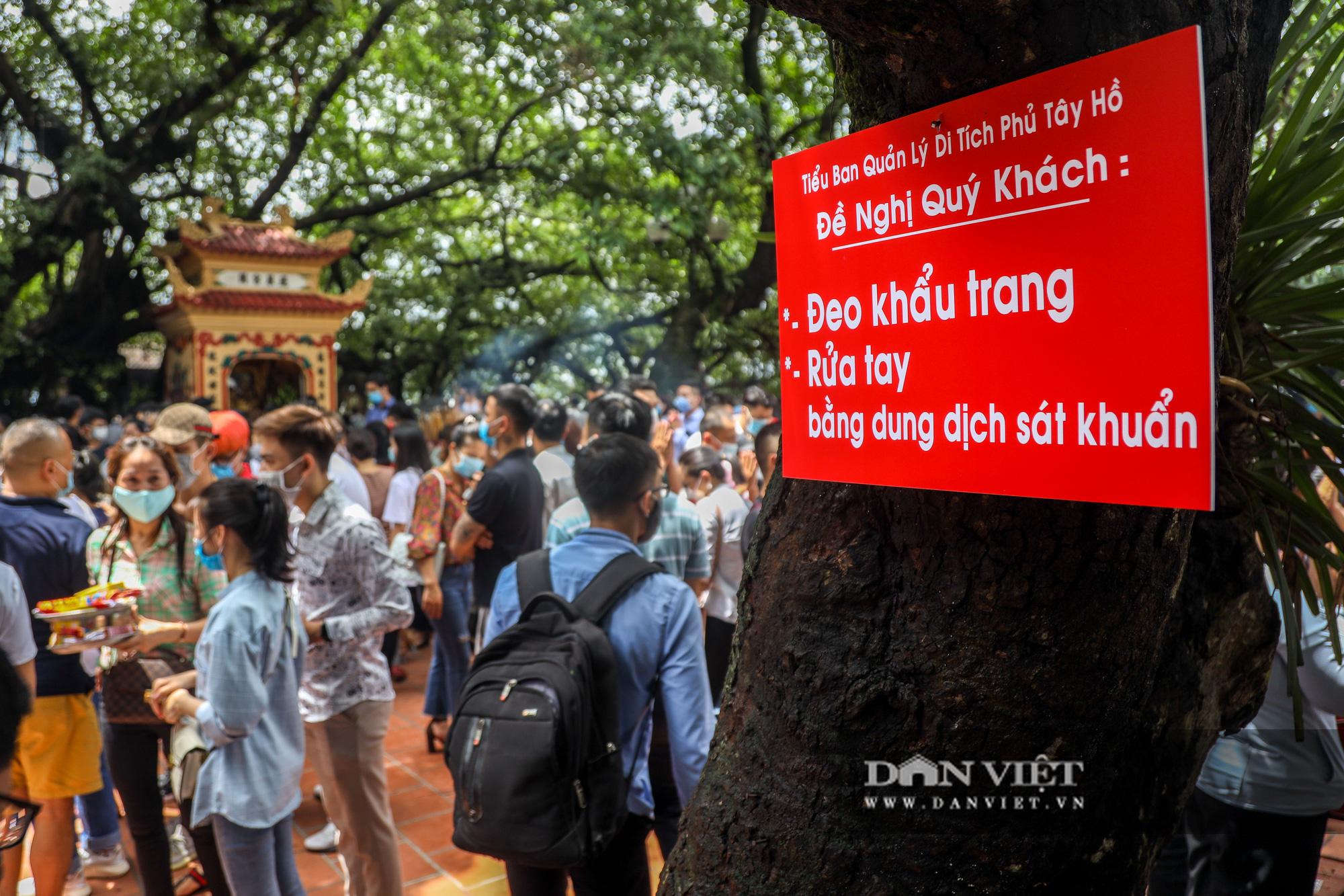 Phủ Tây Hồ đông nghịt người trong ngày đầu Hà Nội thực hiện giãn cách - Ảnh 6.