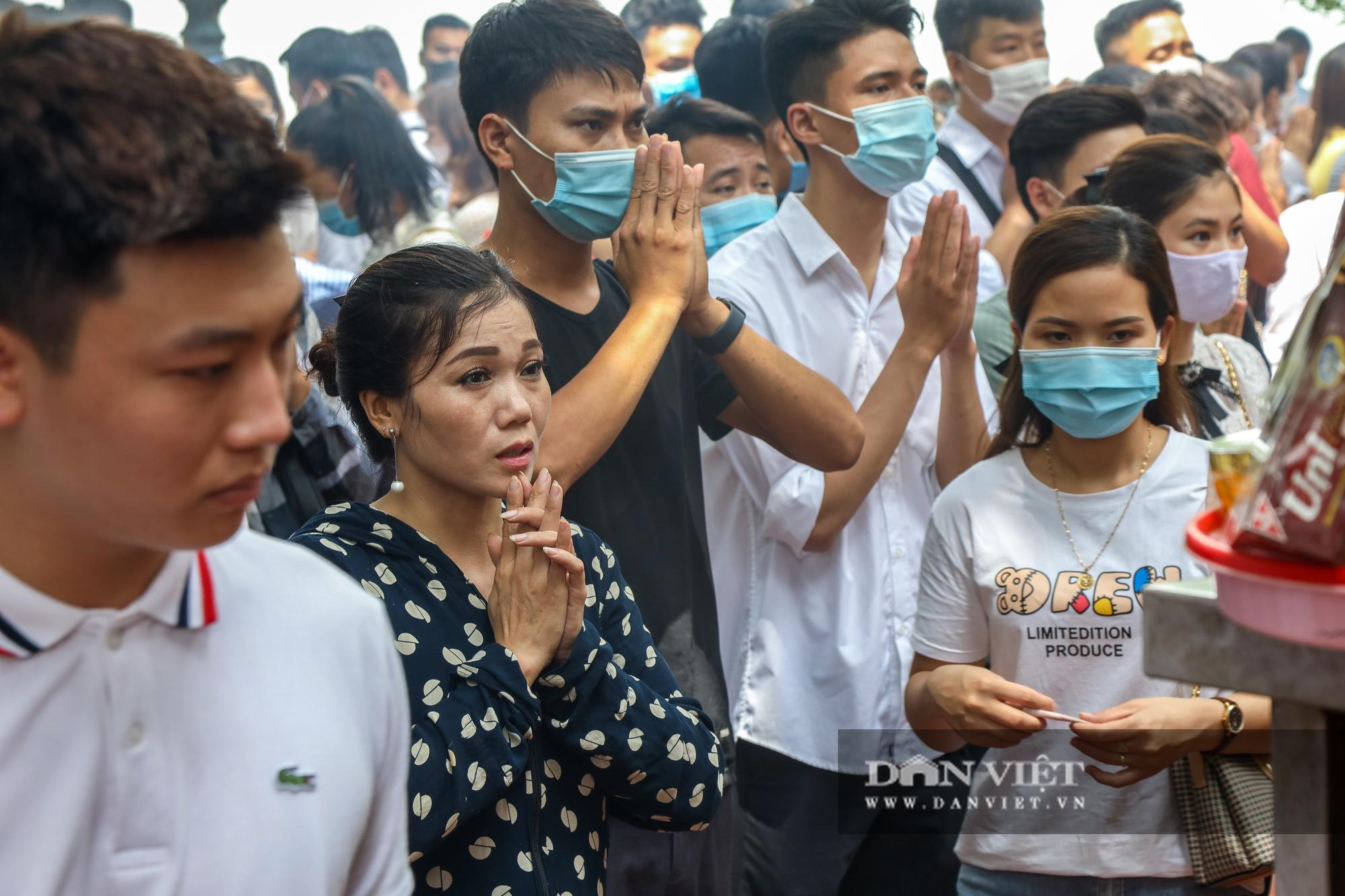 Phủ Tây Hồ đông nghịt người trong ngày đầu Hà Nội thực hiện giãn cách - Ảnh 9.
