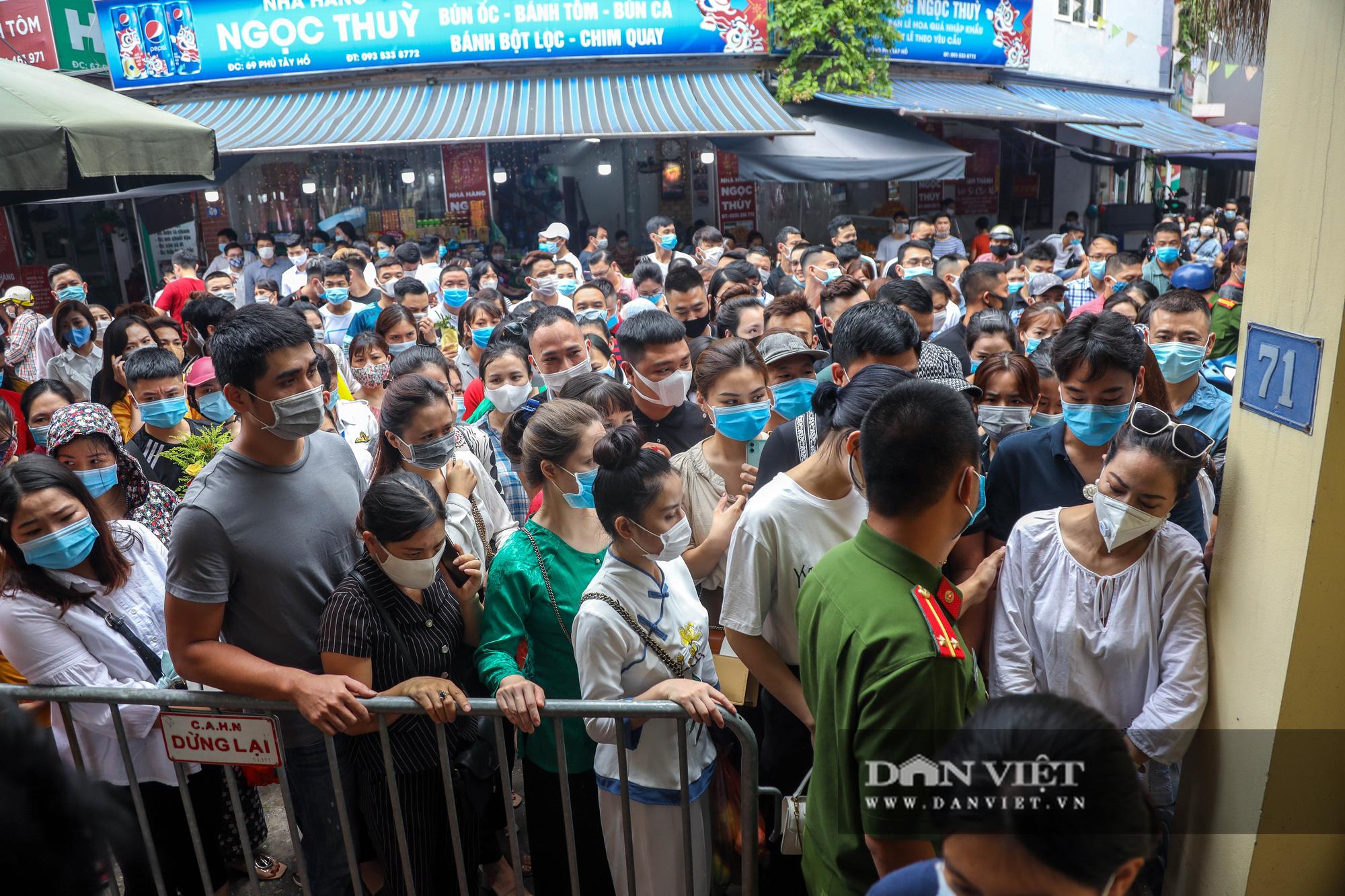 Phủ Tây Hồ đông nghịt người trong ngày đầu Hà Nội thực hiện giãn cách - Ảnh 11.