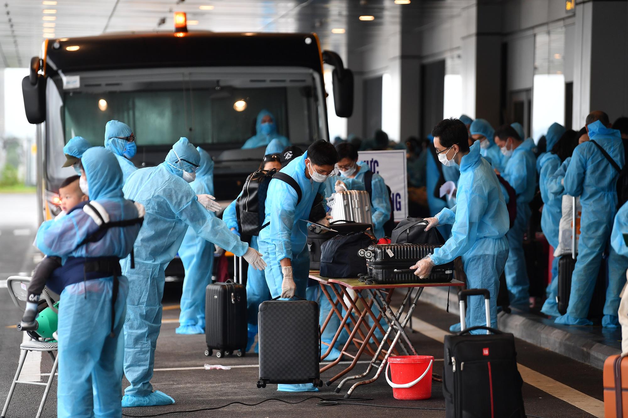 Sân bay Vân Đồn đón 278 công dân Việt Nam từ châu Âu về nước - Ảnh 3.