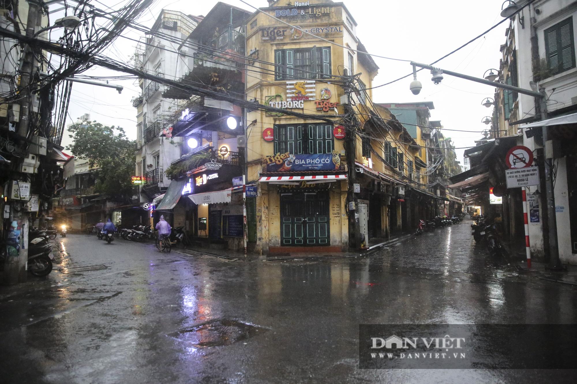 Sau bão số 2, Hà Nội mưa cả ngày khiến mực nước sông Tô Lịch bất ngờ dâng cao - Ảnh 6.