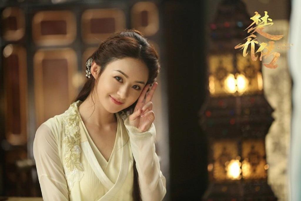 """Mỹ nhân phim cổ trang Trung Quốc đẹp """"gây mê"""" trên màn ảnh, quyến rũ như thiếu nữ đời thường - Ảnh 1."""