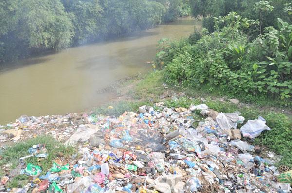Lào Cai tăng cường kiểm soát,  giảm ô nhiễm môi trường - Ảnh 1.