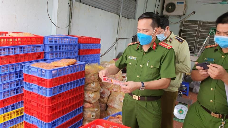 Hà Nội: Phát hiện 1.462kg thực phẩm đông không rõ nguồn gốc - Ảnh 8.