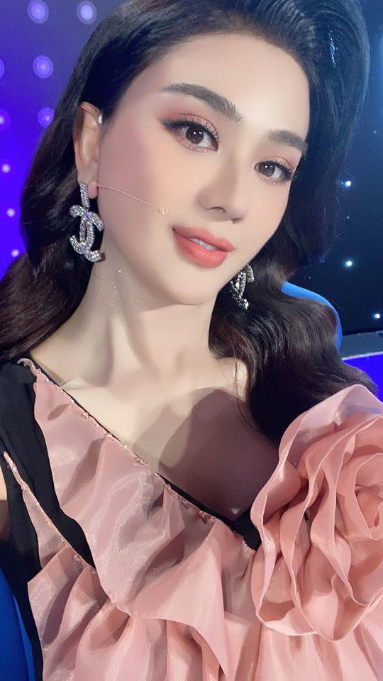 """Dàn mỹ nhân Việt bị """"dìm"""" nhan sắc trên sóng truyền hình: Elly Trần, Mai Phương Thúy... - Ảnh 8."""