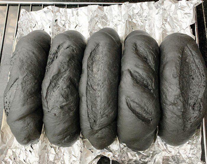 Mách bạn cách làm bánh mì bóng đêm lạ mắt, ngon miệng đang được nhiều bà nội trợ săn lùng - Ảnh 9.