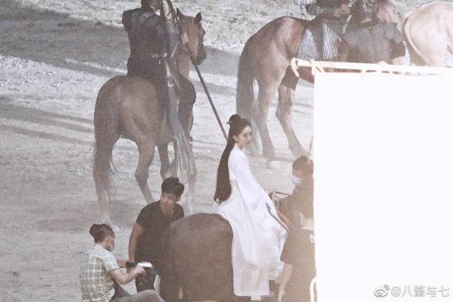 """""""Nữ hoàng cổ trang Trung Quốc"""" kiêu dũng trên lưng ngựa, lộ tạo hình trong dự án phim mới - Ảnh 1."""