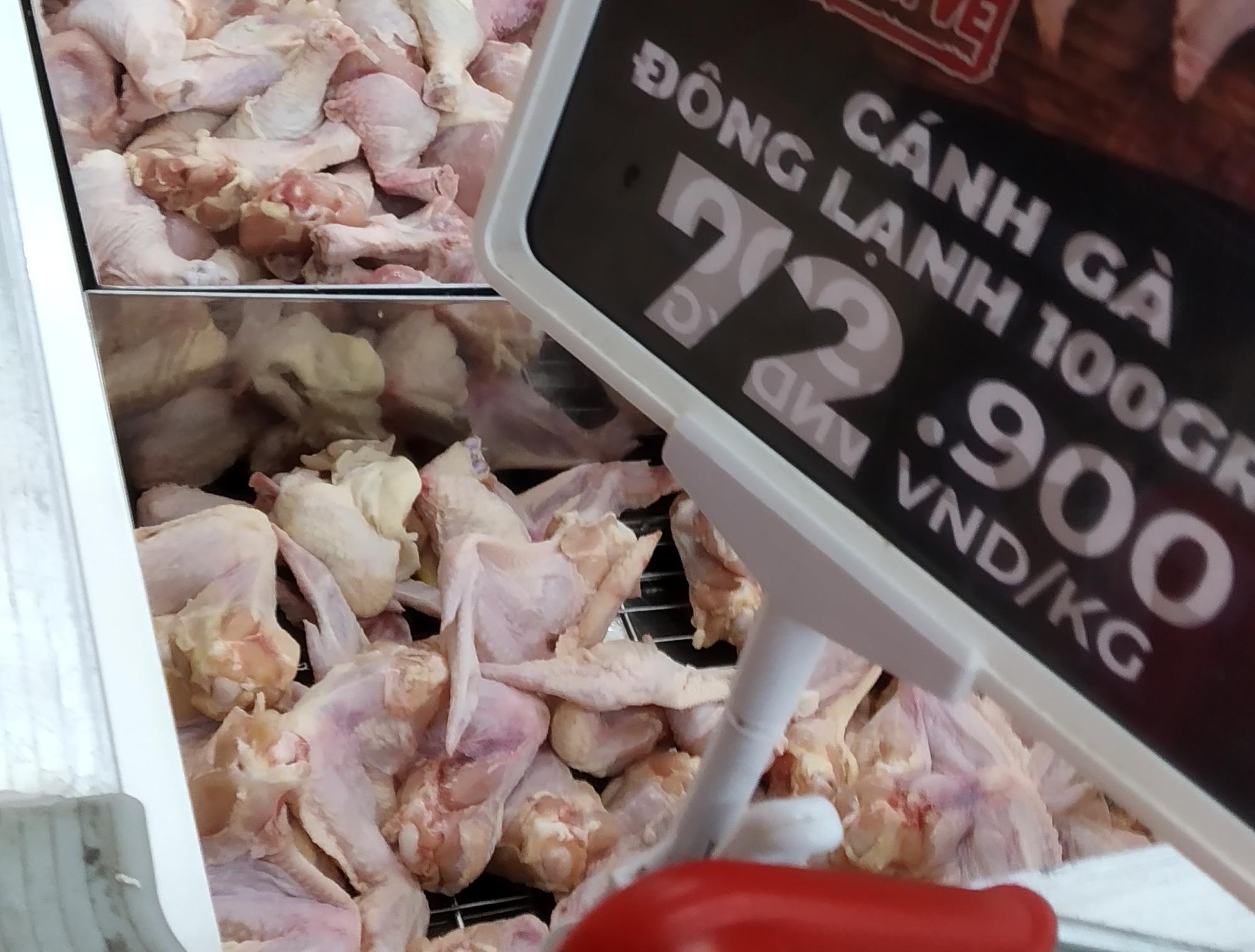 Thịt gà nhập khẩu rẻ bất thường, gà Việt chịu trận đến bao giờ? - Ảnh 2.