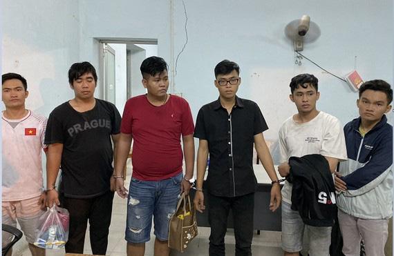 Tìm bị hại của nhóm giả Cảnh sát hình sự thực hiện nhiều vụ cướp ở TPHCM, Bình Dương - Ảnh 1.