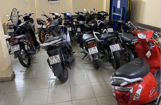 Tìm bị hại của nhóm giả Cảnh sát hình sự thực hiện nhiều vụ cướp ở TPHCM, Bình Dương - Ảnh 3.
