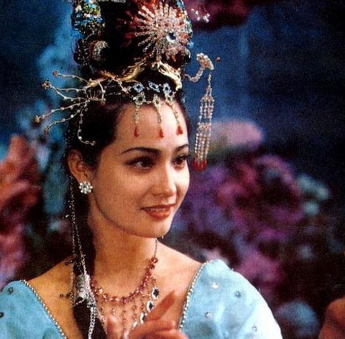 """Nữ yêu tinh xinh đẹp """"Tây du ký 1986"""" là """"bà trùm"""" siêu giàu, bí ẩn chuyện đời tư  - Ảnh 1."""