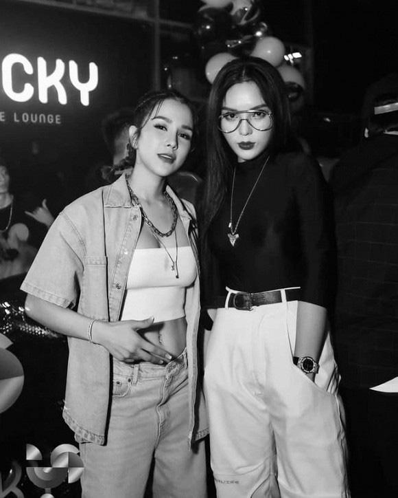 """Hội mỹ nhân đình đám showbiz Việt bị mỉa mai """"dao kéo"""" cùng một nơi, gương mặt y như nhau - Ảnh 1."""
