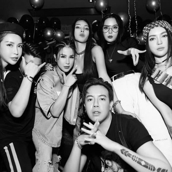 """Hội mỹ nhân đình đám showbiz Việt bị mỉa mai """"dao kéo"""" cùng một nơi, gương mặt y như nhau - Ảnh 2."""