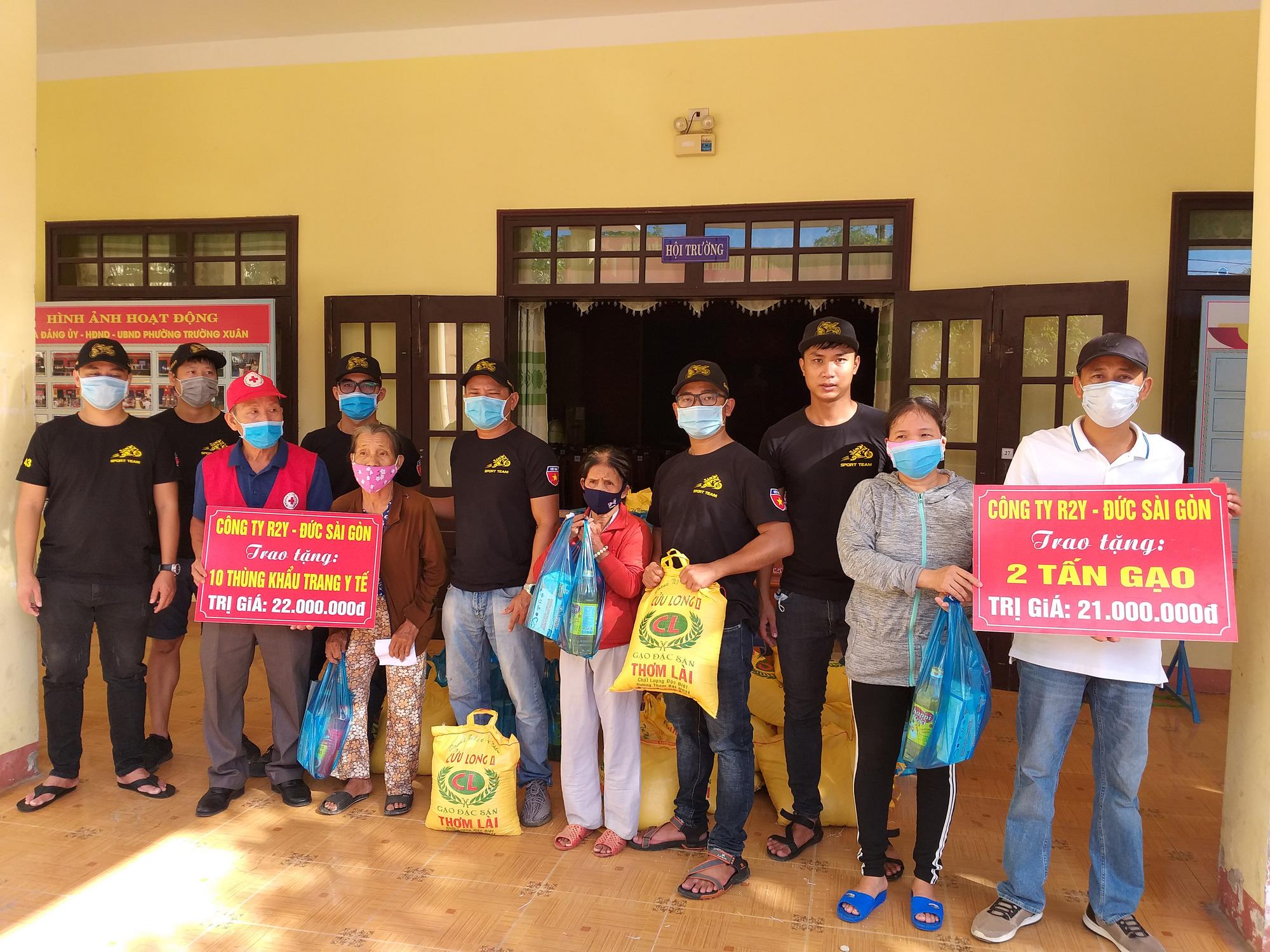 Dịch Covid-19: 400 suất quà đến với người dân khó khăn ở Quảng Nam - Ảnh 3.