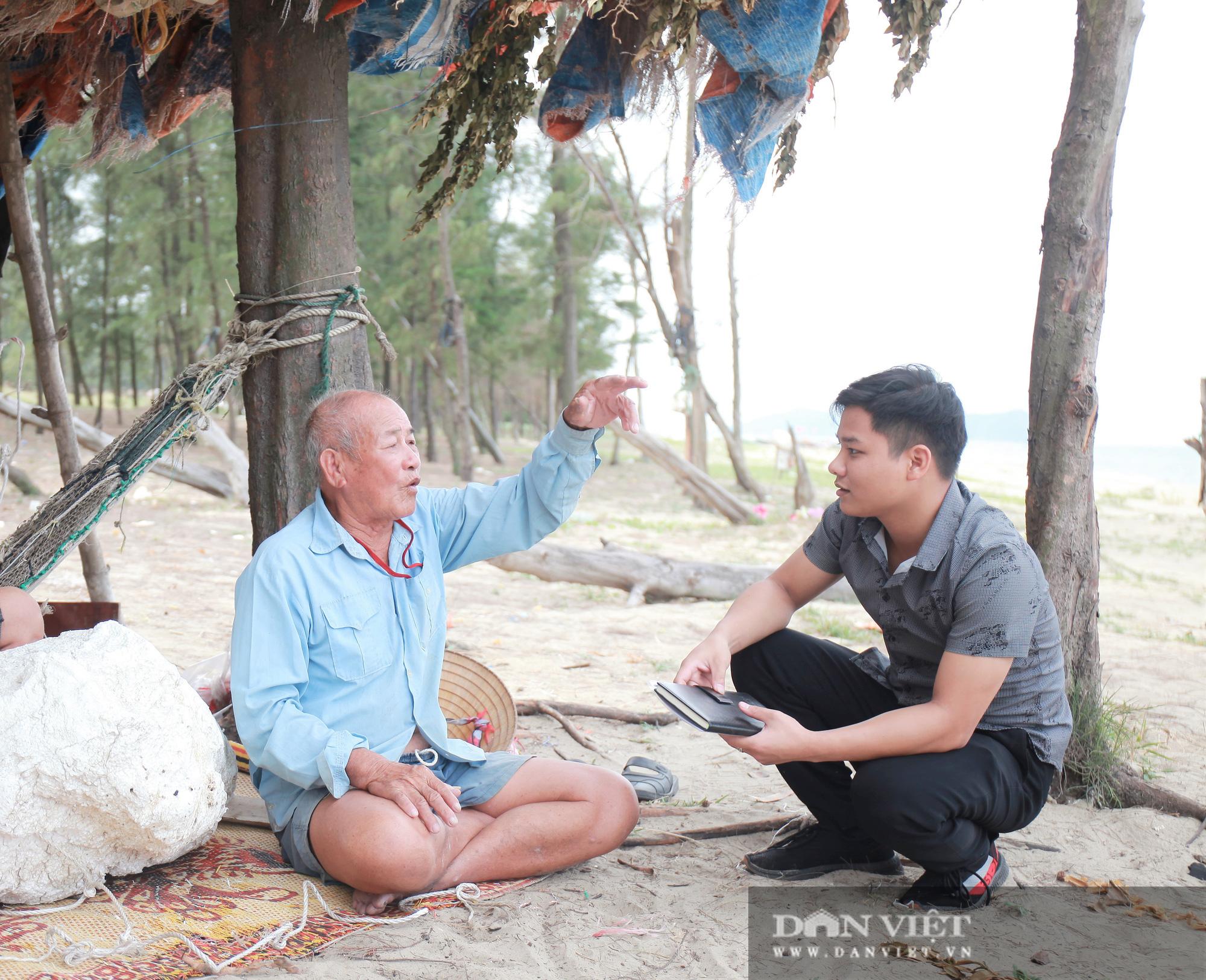 """Chuyện lão ngư """"gàn"""" nửa đời trồng rừng phi lao, cứu người gặp nạn trên biển - Ảnh 5."""