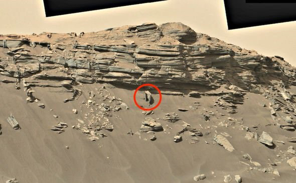Phát hiện kiến trúc của người ngoài hành tinh trong bức ảnh được NASA công bố - Ảnh 2.