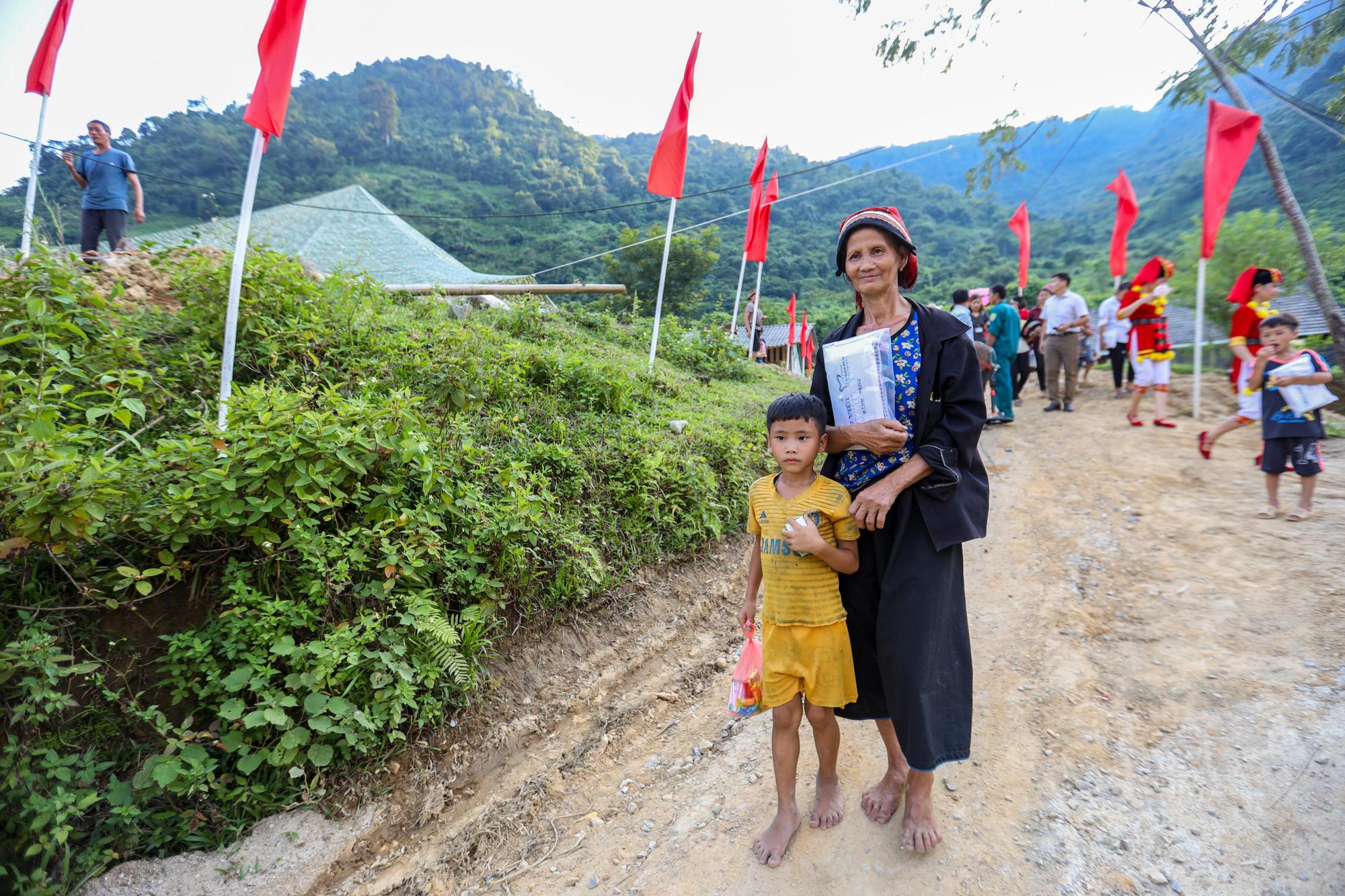 """Báo NTNN/Dân Việt - Quỹ Thiện Tâm: Khánh thành """"điểm trường mơ ước"""" đầu tiên tại Hà Giang - Ảnh 12."""