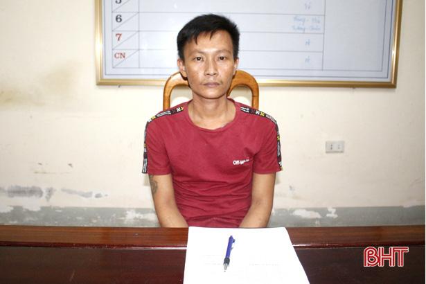Hung hãn vung dao chém Trưởng Công an xã - Ảnh 1.