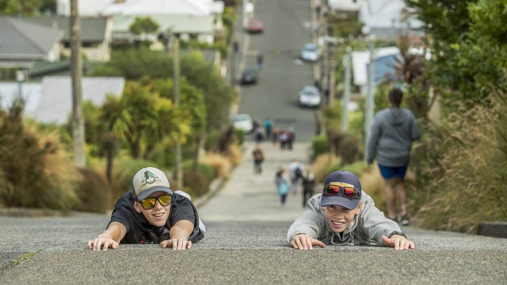 Chiêm ngưỡng con đường được mệnh danh dốc nhất thế giới - Ảnh 2.