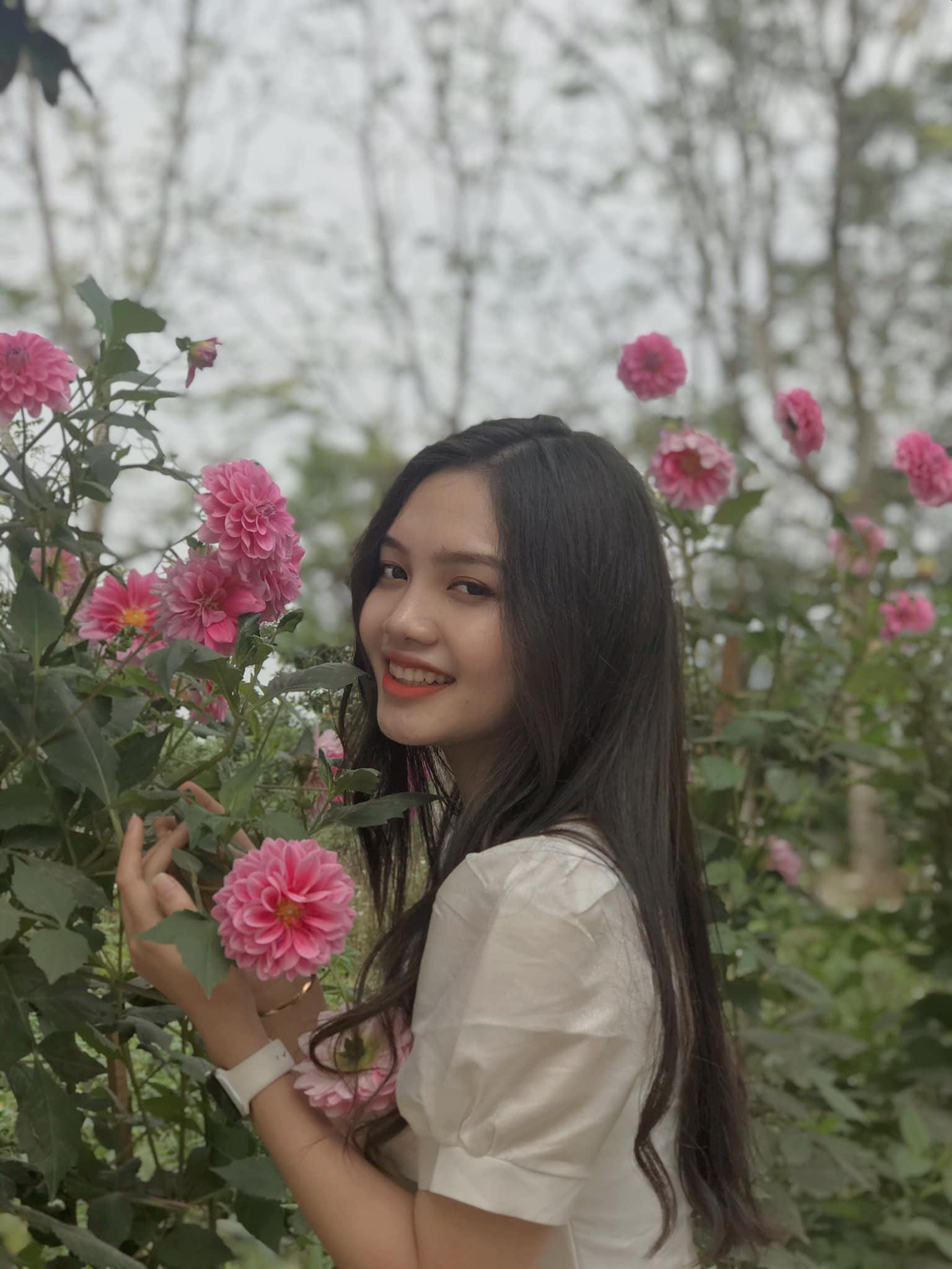 """10X xinh đẹp tựa nữ thần hé lộ bị ép lấy chồng năm 17 tuổi, gây """"sốt"""" mạng thi Hoa hậu Việt Nam - Ảnh 10."""