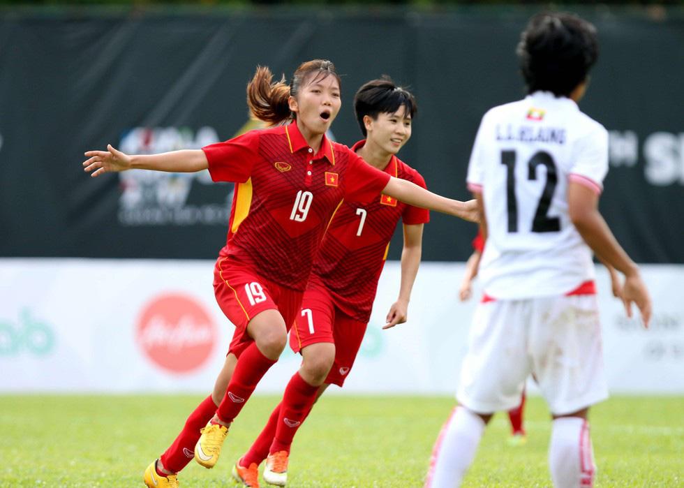 """HLV Mai Đức Chung, BLV Quang Huy: """"Cầu thủ nữ sang châu Âu quá tốt"""" - Ảnh 1."""