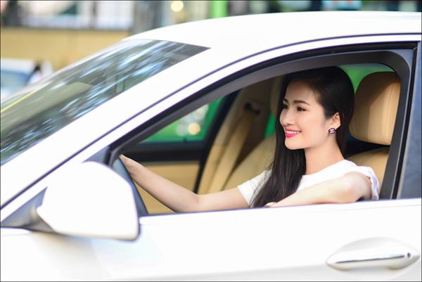 Hoa hậu được yêu thích - Cao Thuỳ Dương chi hàng tỷ đồng cho một lần mua sắm  - Ảnh 4.