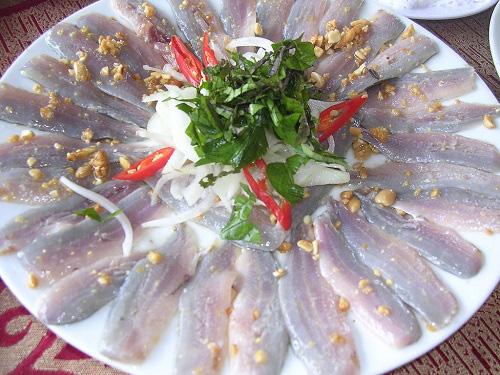 """Bình Định: Thứ gỏi cá được ví như """"sushi"""" phiên bản Việt, tươi rói, giòn tan, nồng nàn vị biển - Ảnh 7."""