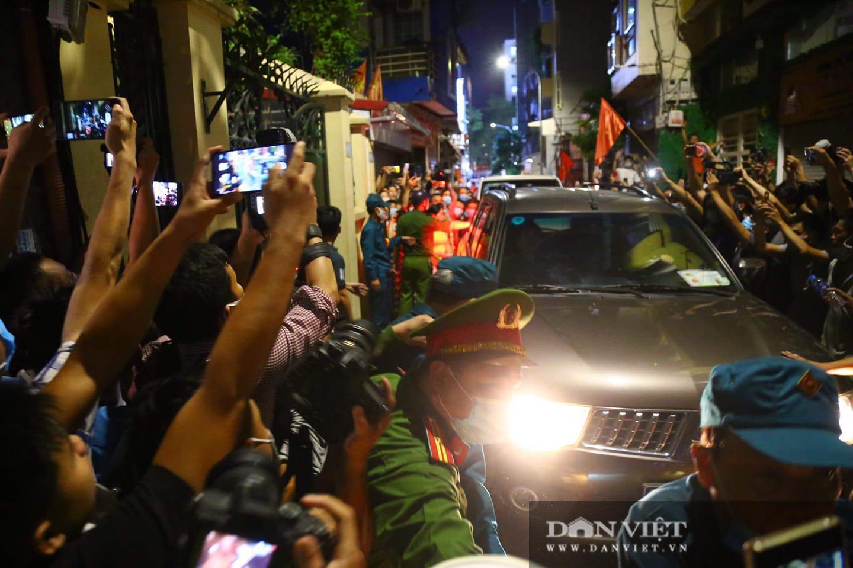 Khám xét nhà Chủ tịch UBND TP.Hà Nội Nguyễn Đức Chung - Ảnh 27.