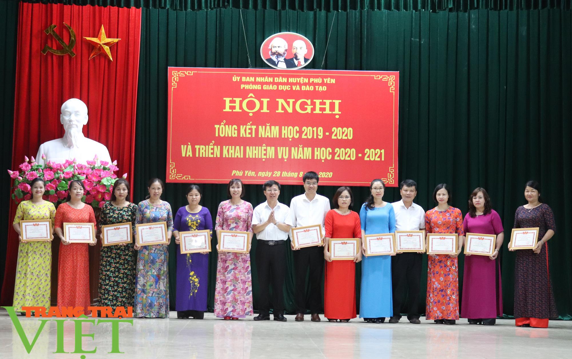 UBND huyện Phù Yên tổ chức Hội nghị tổng kết năm học 2019 – 2020 - Ảnh 5.