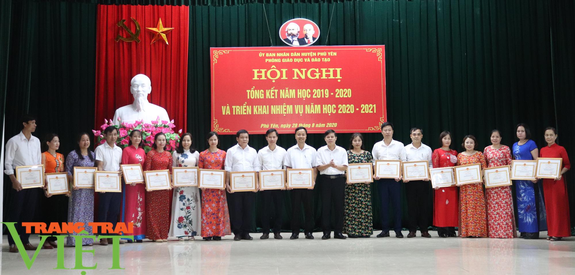 UBND huyện Phù Yên tổ chức Hội nghị tổng kết năm học 2019 – 2020 - Ảnh 6.