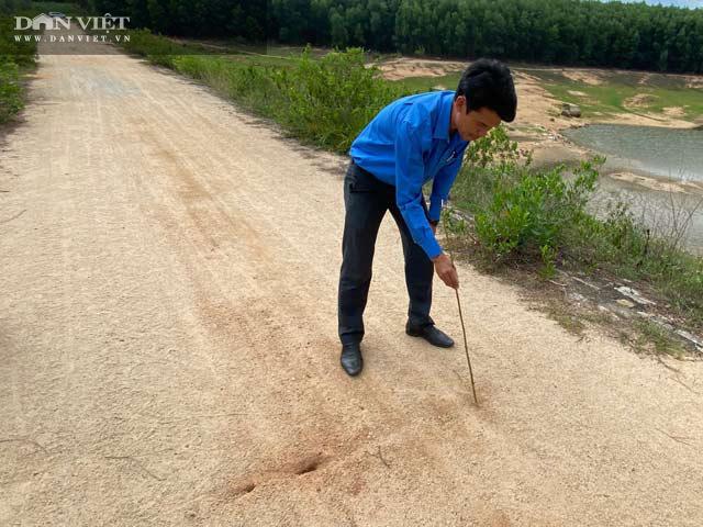 Quảng Ngãi: Hồ chứa gần 1 triệu m3 nứt toác chằng chịt, huyện cầu cứu tỉnh  - Ảnh 3.