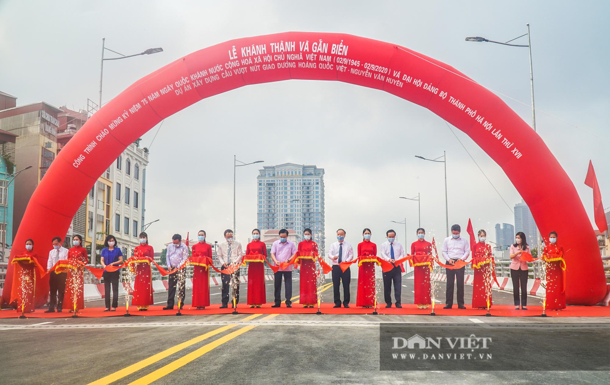 Bí thư Hà Nội dự lễ thông xe cầu vượt Nguyễn Văn Huyên - Hoàng Quốc Việt - Ảnh 1.