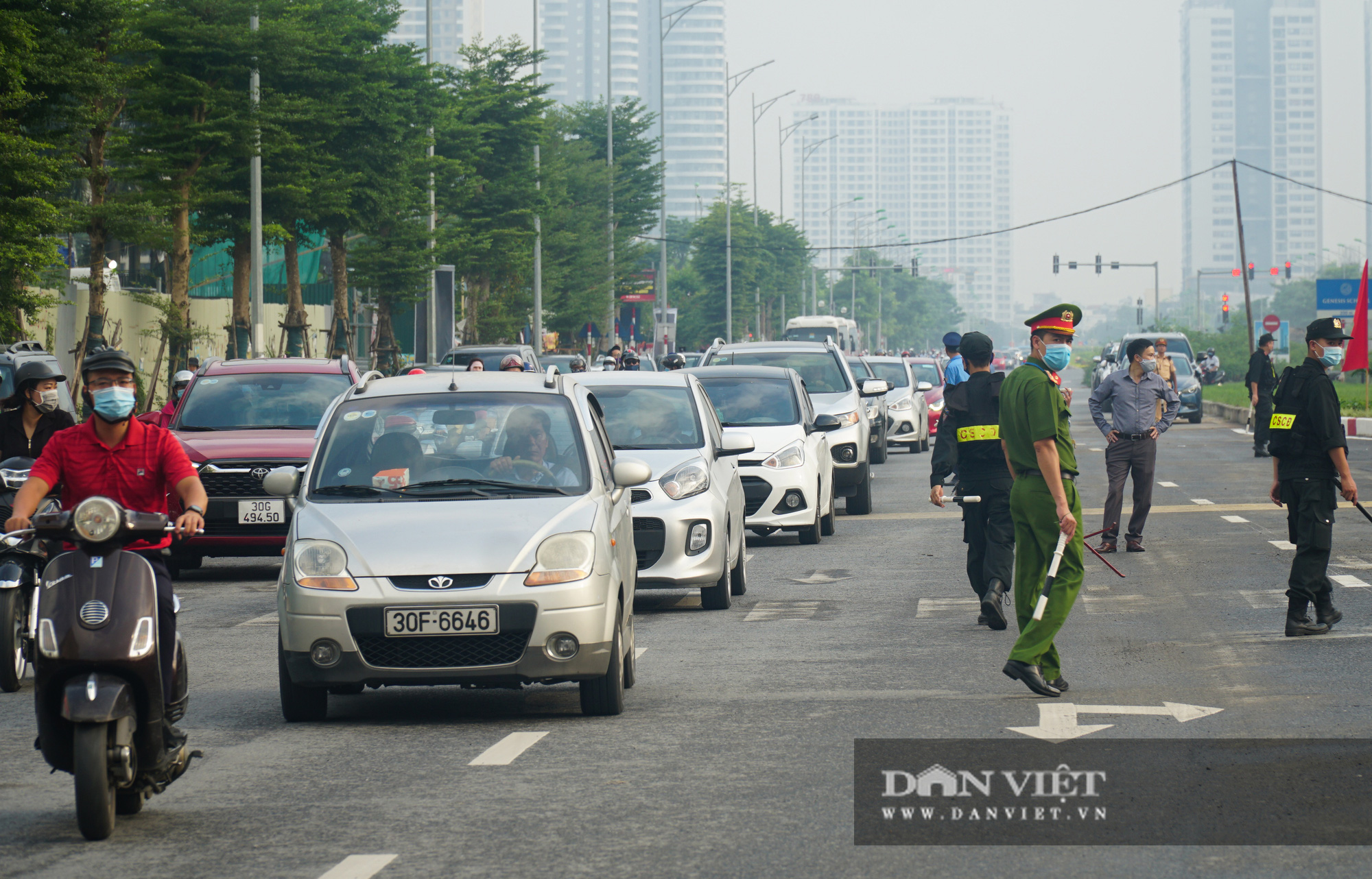 Bí thư Hà Nội dự lễ thông xe cầu vượt Nguyễn Văn Huyên - Hoàng Quốc Việt - Ảnh 6.