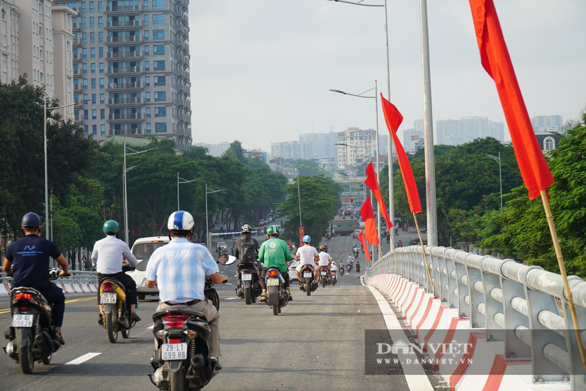 Bí thư Hà Nội dự lễ thông xe cầu vượt Nguyễn Văn Huyên - Hoàng Quốc Việt - Ảnh 8.