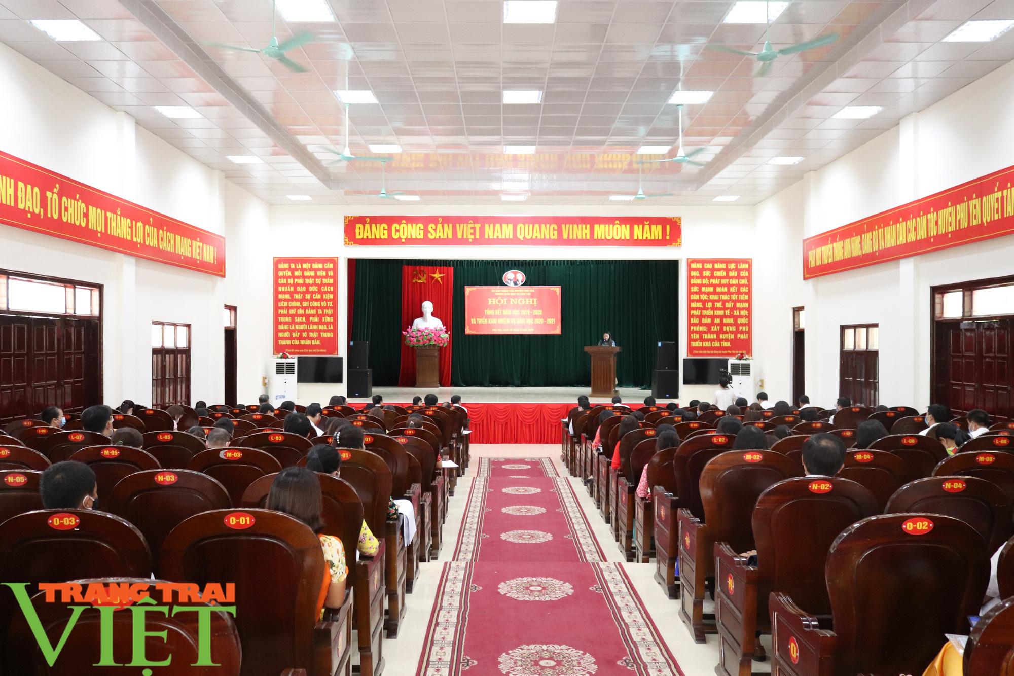 UBND huyện Phù Yên tổ chức Hội nghị tổng kết năm học 2019 – 2020 - Ảnh 1.
