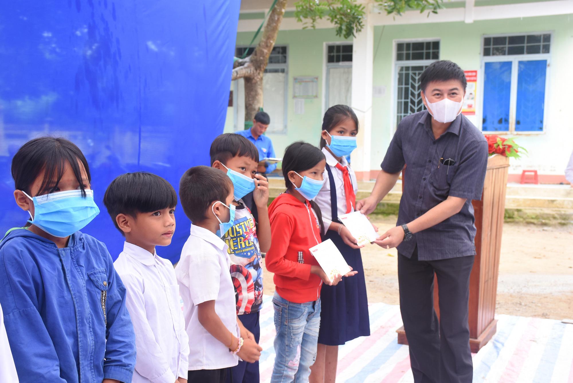 """Báo NTNN/Dân Việt - Quỹ Thiện Tâm khánh thành """"Điểm trường mơ ước"""" tại Kon Tum - Ảnh 7."""