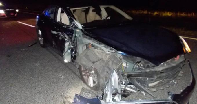 Tin xe (28/8): Tài xế dán mắt vào điện thoại, đâm thẳng vào xe cảnh sát - Ảnh 2.