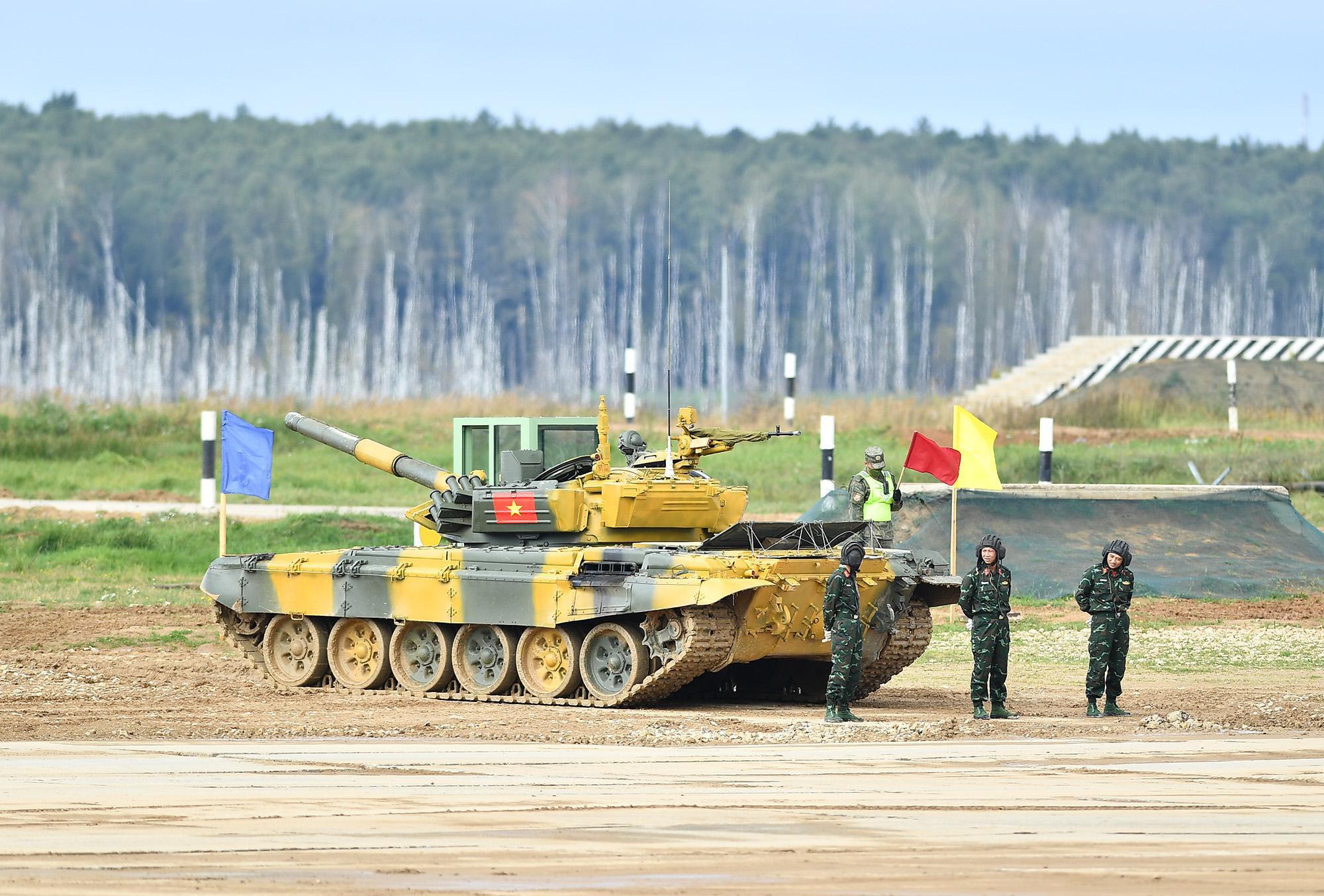 Hình ảnh xe tăng Việt Nam hùng dũng thi đấu ở trận 2 Tank Biathlon - Army Games 2020 - Ảnh 1.