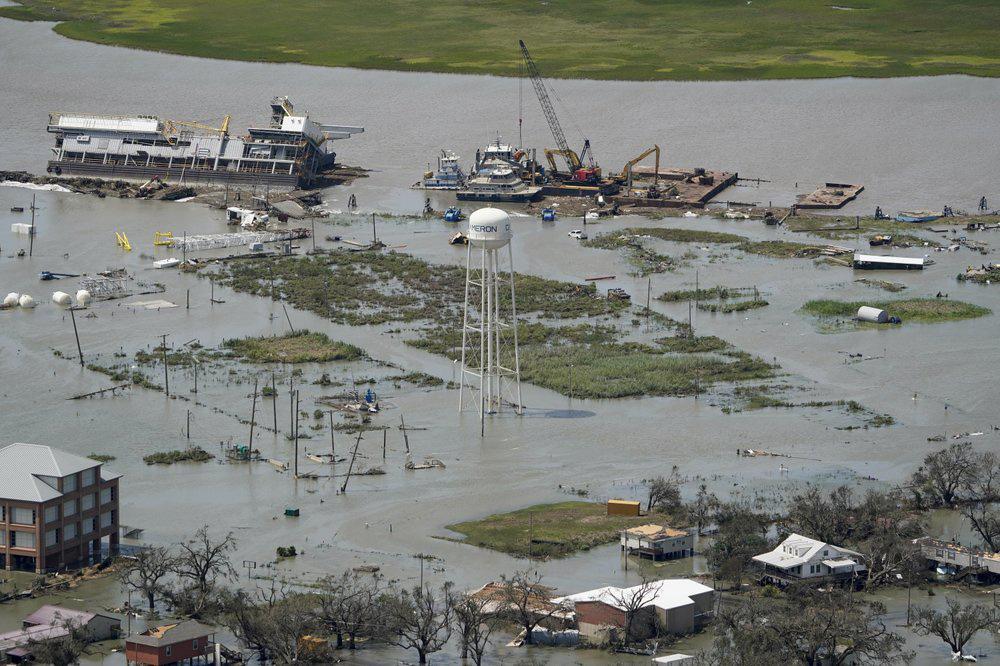 Siêu bão Laura tàn phá nặng nề trên đất Mỹ - Ảnh 10.