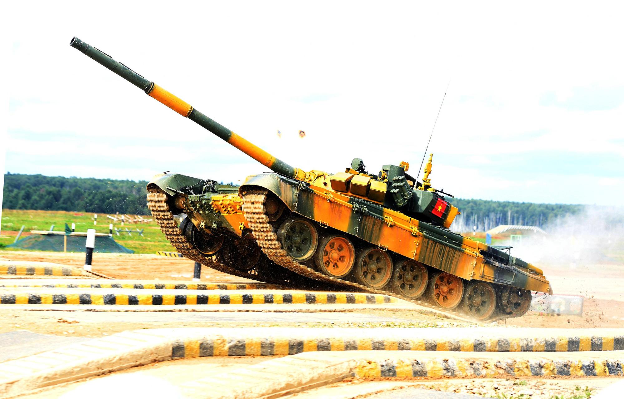 Hình ảnh xe tăng Việt Nam hùng dũng thi đấu ở trận 2 Tank Biathlon - Army Games 2020 - Ảnh 2.