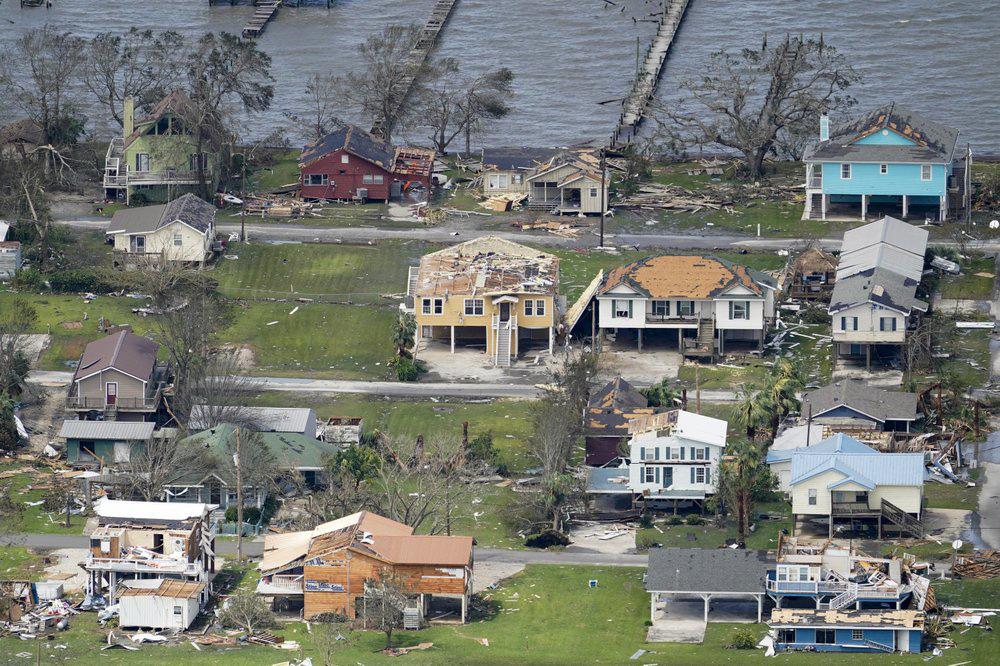 Siêu bão Laura tàn phá nặng nề trên đất Mỹ - Ảnh 2.