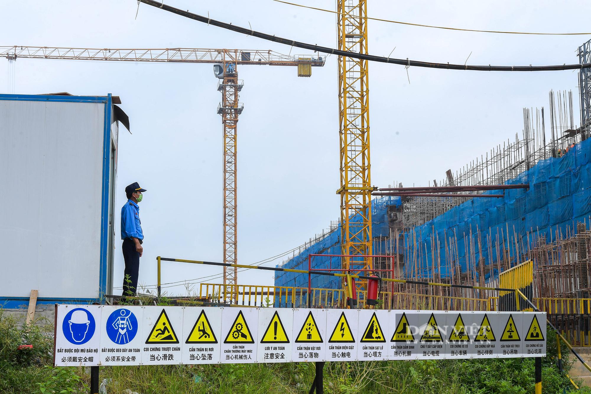 Công nhân gấp rút thi công dự án biến rác thành điện trị giá 7.000 tỷ đồng - Ảnh 12.